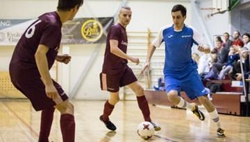 Komercbanku telpu futbola turnīra līderiem ceturtā uzvara pēc kārtas