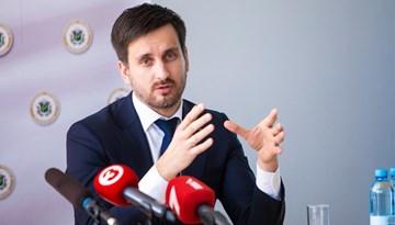 Uzņēmumu reģistrs apstiprina paraksta tiesības E. Pukinskam