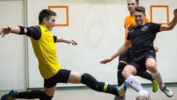"""Rīgas kausa izcīņas finālā tiksies """"NAPALM"""" un FC """"Petrow"""" telpu futbolisti"""