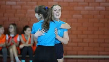 """Foto: """"Meiteņu futbols atgriežas skolās"""" grupu spēles Daugavpilī"""
