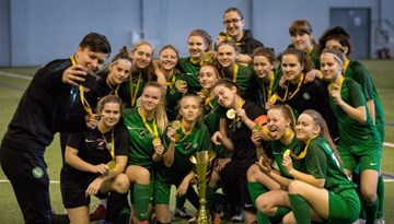 FS Metta U-16 komanda iegūst Pavasara kausa trofeju meitenēm