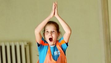 """Foto: """"Meiteņu futbols atgriežas skolās"""" ceturtdaļfināla spēles Rīgā"""