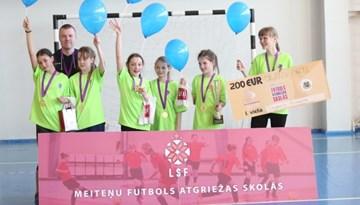 """Daugavpils 9. vidusskola uzvar """"Meiteņu futbols atgriežas skolās"""" turnīrā"""