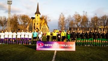 Foto: Sieviešu futbola līgas atklāšanas spēle
