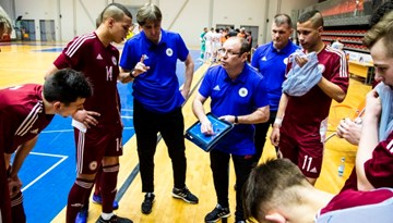 U-19 telpu futbola izlasei treniņnometne Rīgā
