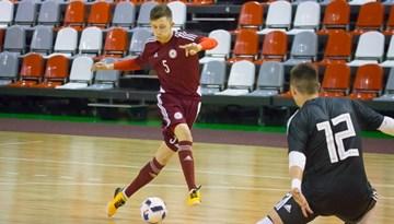 U-19 telpu futbola izlase Valmierā atzīst Krievijas pārākumu