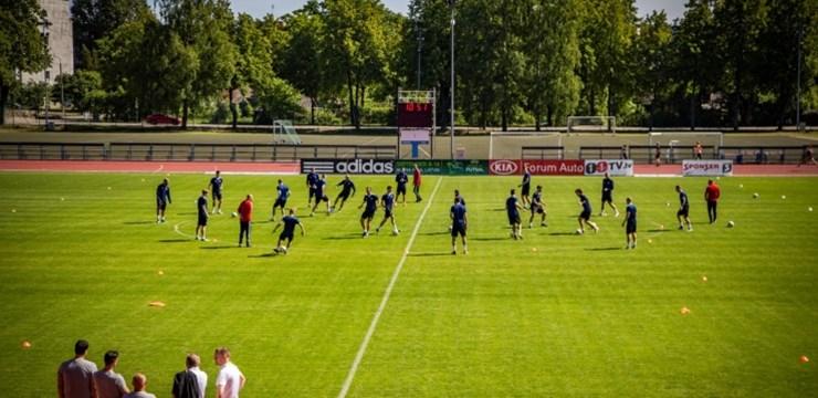 Foto: Latvijas izlase uzsāk treniņnometni