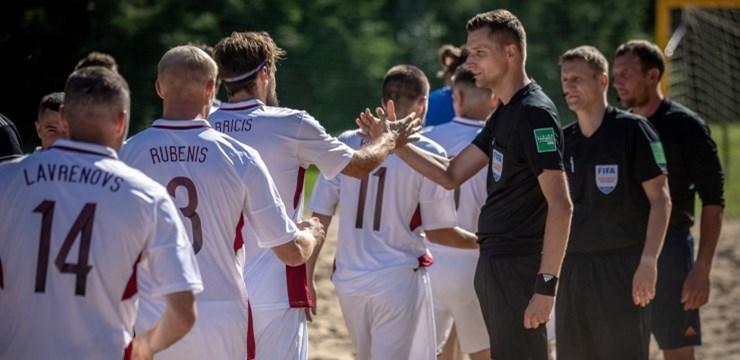 Pludmales futbola izlase pirms PK kvalifikācijas piekāpjas Igaunijai