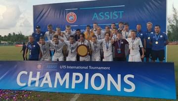 Maldīvu salās nepārspēti - Latvijas U-16 izlase triumfē UEFA Assist turnīrā