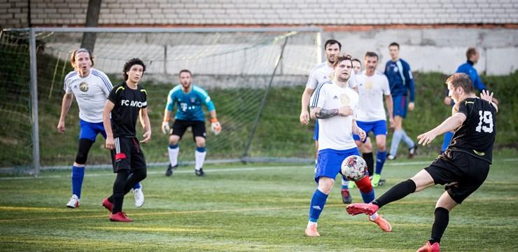 Rīgas minifutbola čempionātā līderu maiņa