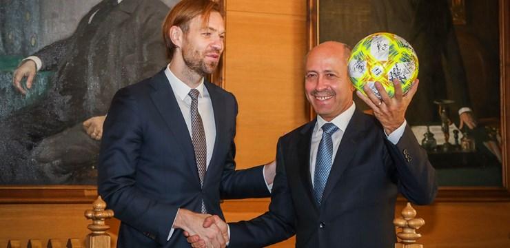 LFF prezidents K. Gorkšs ar UEFA pārstāvjiem viesojas Rīgas domē