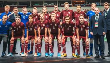 Latvijas U-19 telpu futbolisti piekāpjas Polijai