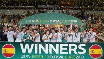 Finālturnīrā Rīgā par U-19 Eiropas čempioniem kļūst spāņu telpu futbolisti
