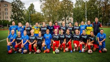 Super Nova meitenes aizvada koptreniņu ar Latvijas Speciālās olimpiādes meiteņu futbola izlasi
