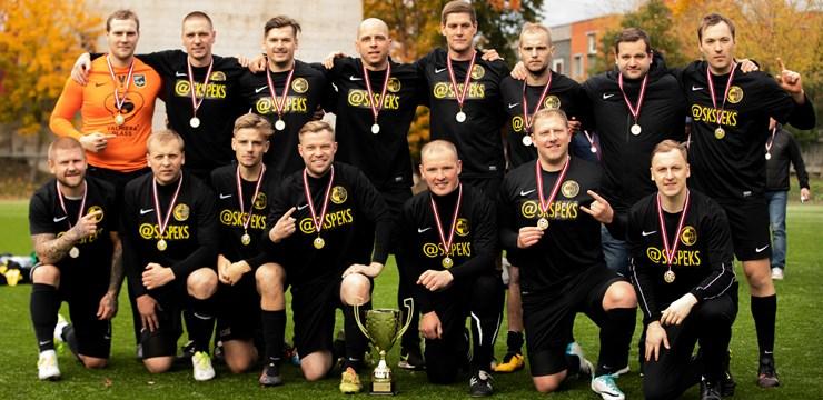 Valmierieši triumfē Latvijas amatieru minifutbola finālturnīrā