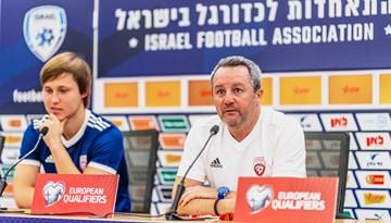 Stojanovičs: Šobrīd mēģinām veidot jaunu komandu