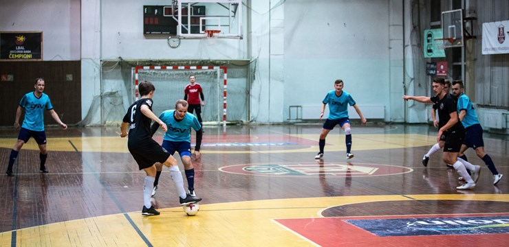 Apgriezienus uzņem Rīgas telpu futbola čempionāts
