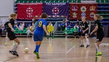 """Ziemassvētku kausā telpu futbolā meitenēm triumfē """"Dinamo Rīga"""""""