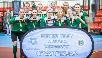Meiteņu telpu futbola 2. divīzijas čempionu kauss ceļo uz Preiļiem