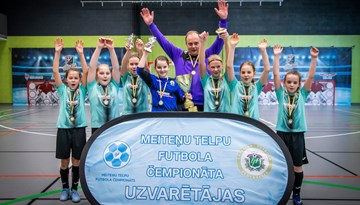 Meiteņu telpu futbola čempionāta U-12 grupā uzvar Olaine