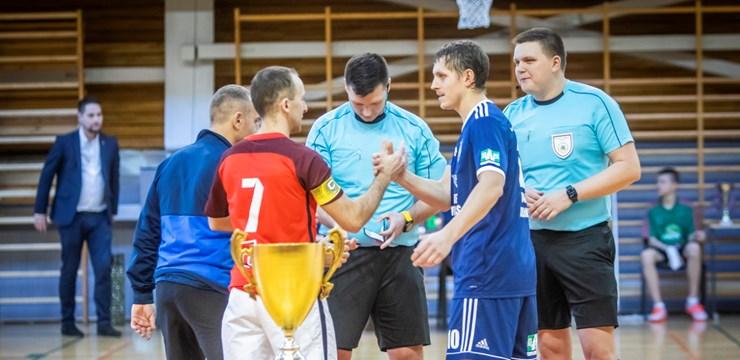 "Telpu futbola virslīgas finālā FC ""Petrow"" un FK ""Raba"""