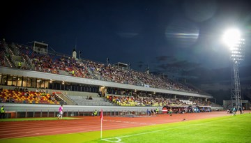 Latvijas futbola sacensībās atcelts aizliegums skatītājiem atrasties tribīnēs