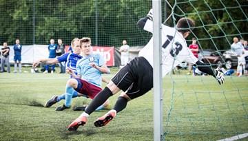 Čempione pārliecinoši sāk Rīgas minifutbola titula aizstāvēšanu