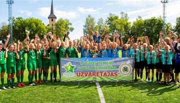 Meiteņu čempionāta U-14 Elites grupā titula cīņā visu izšķir viens punkts