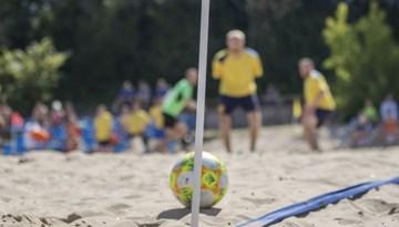 Brīvdienās pludmales futbola sezonas noslēguma sacensības