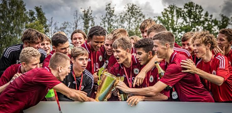U17 Baltijas kausā triumfē Latvijas jaunie futbolisti