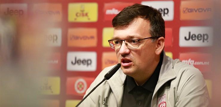 D. Kazakevičs: Pretinieku rindās sevišķi izcelšu aizsargu darbības uzbrukumu iesākšanā
