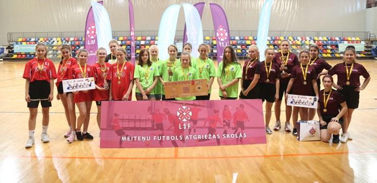 """Daugavpilī noslēdzies projekta """"Meiteņu futbols atgriežas skolās"""" turnīrs"""