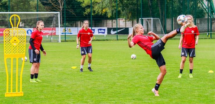 Foto: Latvijas sieviešu futbola izlases treniņš