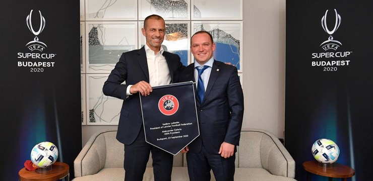 V. Ļašenko pārrunā ar UEFA prezidentu A. Čeferinu Latvijas futbola aktualitātes