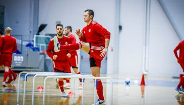 Foto: Latvijas telpu futbola izlase trenējas spēlei ar Spāniju