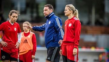 Šogad talantīgākās futbolistes regulāri trenēsies izlases treneru vadībā