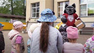Rīgas pašvaldības bērnudārzi saņem futbola ekipējumu