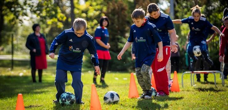 """Pirmos """"Grassroots Leader"""" kursus noslēdz 27 sporta skolotāji no visas Latvijas"""