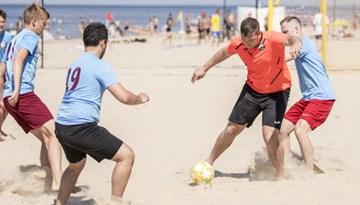 Aizvadīts sezonas pirmais pludmales futbola turnīrs