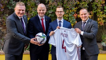 FIFA un LFF prezidentu tikšanās ar Plešu izceļ infrastruktūras devumu reģionālajai ekonomikai